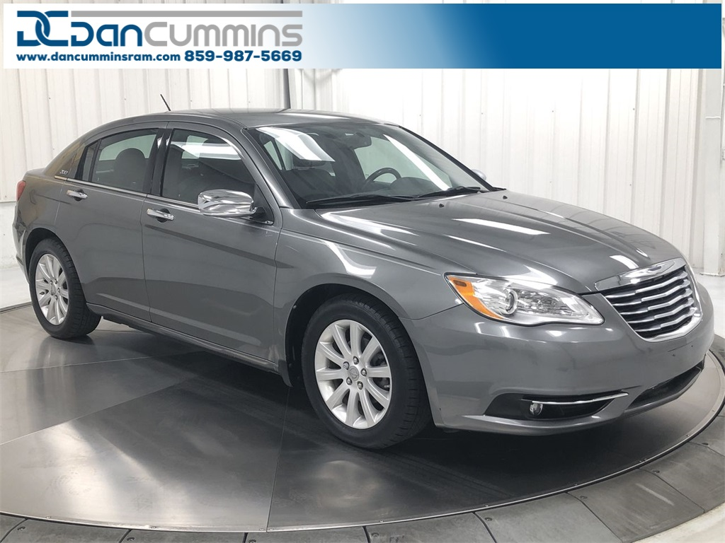 Chrysler 200 Limited >> Pre Owned 2013 Chrysler 200 Limited Fwd 4d Sedan